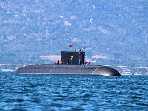 Tàu ngầm Kilo Hà Nội thực hiện chuyến đi biển đầu tiên