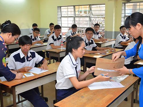 Thí sinh dự thi tốt nghiệp THPT năm 2014 tại điểm thi Trường THPT Mạc Đĩnh Chi, quận 6, TP HCM  Ảnh: TẤN THẠNH