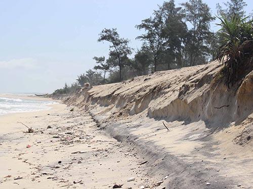 Cửa biển Thuận An, tỉnh Thừa Thiên - Huế càng chỉnh trị càng bị xói lở trầm trọng Ảnh: Quang Nhật