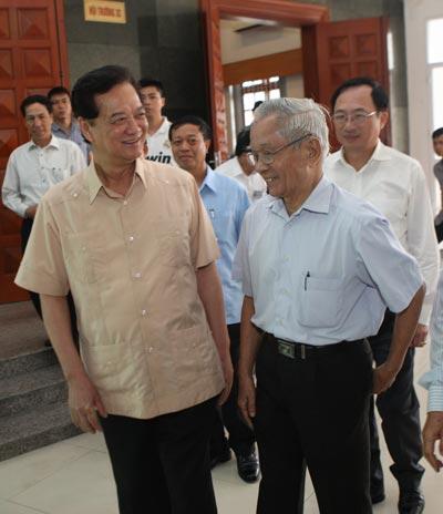 Thủ tướng Nguyễn Tấn Dũng tiếp xúc cử tri TP Hải Phòng Ảnh: TRỌNG ĐỨC