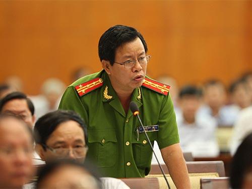 Đại tá Trần Đức Tài, Phó Giám đốc Công an TP HCM, nêu ý kiến tại phiên thảo luận Ảnh: QUANG LIÊM