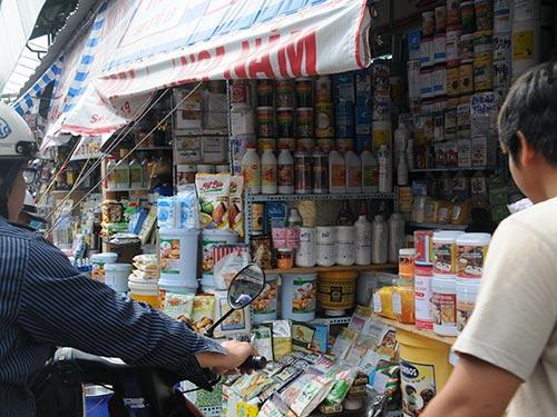 Hóa chất, phụ gia thực phẩm được bán tại chợ Kim Biên, quận 5, TP HCM