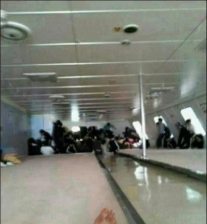 Những hình ảnh do một học sinh chụp lại bên trong tàu Sewol trước lúc nó bị chìm. Ảnh: CBS News