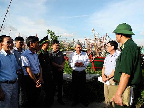 Lãnh đạo TP Hải Phòng kiểm tra công tác phòng chống lụt bão tại huyện Thủy Nguyên Ảnh: TRỌNG ĐỨC