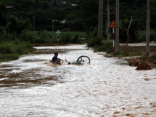 Đường trong khu dân cư mới Định An biến thành sông
