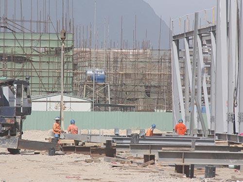 Công nhân đang thi công tại dự án của Fomosa ở Khu Kinh tế Vũng Áng Ảnh: Thế An