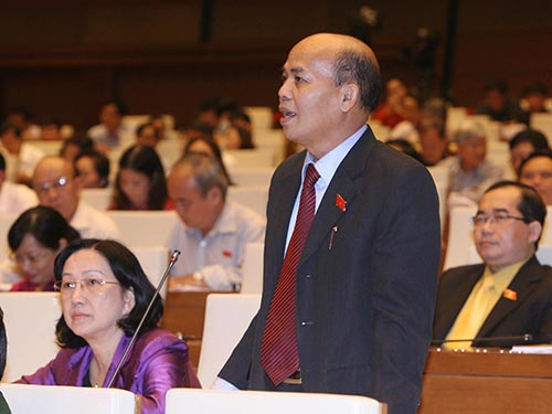 Đại biểu Đỗ Văn Đương (TP HCM) cho rằng dự thảo Luật Tổ chức Quốc hội (sửa đổi) quy định vị trí, vai trò của đại biểu Quốc hội quá giống tiêu chuẩn của cán bộ công chức Ảnh: TTXVN