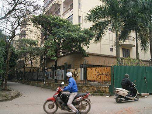 Việc quản lý nhà công vụ hiện khá lỏng lẻo. Trong ảnh: Một khu nhà công vụ ở phố Hoàng Cầu, TP Hà Nội