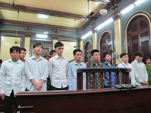 Tội phạm về trật tự xã hội gia tăng làm người dân bất an. Trong ảnh: Băng cướp chặt tay, cướp SH ở cầu Phú Mỹ - TP HCM lãnh án nặng tại phiên tòa sơ thẩm ngày 25-12 Ảnh: PHẠM DŨNG