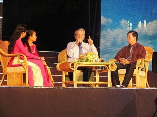 """GS-BS Nguyễn Chấn Hùng (giữa): """"Người làm ngành y hãy cho đi và luôn bồi đắp thêm cái mới"""""""