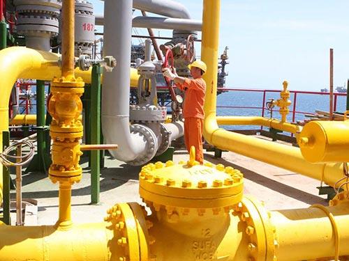 Vận hành hệ thống khai thác dầu khí tại mỏ Cá Ngừ Vàng, nằm trong lô 09.2 thuộc bồn trũng Cửu Long Ảnh: HÀ THÁI