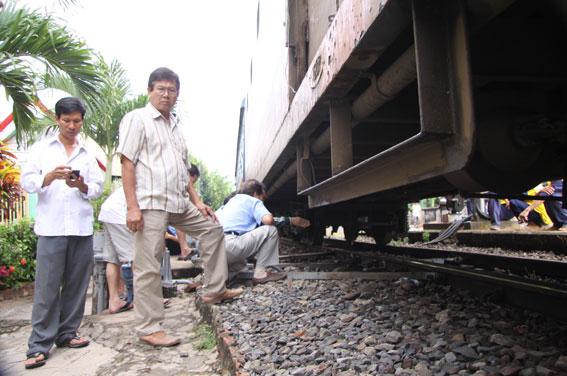 Nhiều người dân hiếu kỳ đã vào ga để chứng kiến sự cố