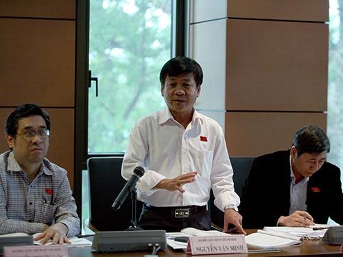 """Đại biểu Nguyễn Văn Minh đề nghị phải có quy định cụ thể về đại biểu Quốc hội, không thể """"một ông từ trên trời rơi xuống cũng ứng cử được"""" Ảnh: HOÀNG NGỌC"""