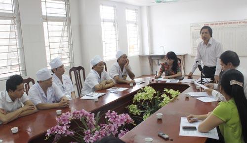 Đại diện Bộ Y tế và Sở Y tế TP Hà Nội yêu cầu Bệnh viện Đa khoa huyện Quốc Oai  sớm làm rõ nguyên nhân tử vong của cháu Nguyễn Thị Hồng Nhung