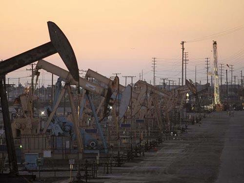 Hoạt động khai thác dầu khí đá phiến ở bang California - Mỹ Ảnh: REUTERS