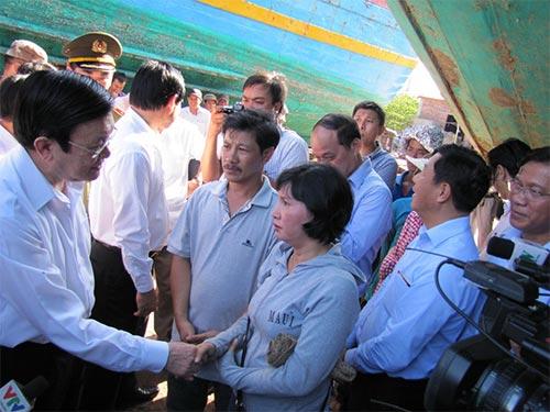 Chủ tịch nước Trương Tấn Sang thăm hỏi ngư dân TP Đà Nẵng