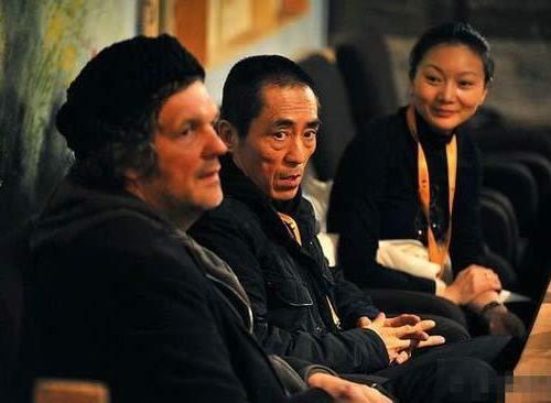 Đạo diễn Trương Nghệ Mưu (giữa) và vợ Trần Đình (phải). Ảnh: Newshome