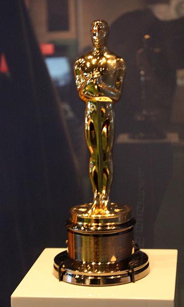 """Bị kiện vì rao bán tượng vàng Oscar """"nhái"""""""