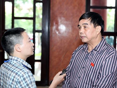 Ông Lê Việt Trường trả lời phỏng vấn phóng viên Báo Người Lao Động    Ảnh: ĐÔNG BẮC