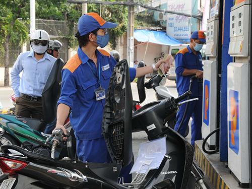 Giá bán lẻ xăng, dầu tiếp tục giữ nguyên từ 14 giờ ngày 28-5. Ảnh tư liệu
