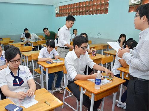 Các thí sinh dự kỳ tuyển sinh ĐH, CĐ 2013 tại Trường ĐH Kinh tế TP HCM Ảnh:TẤN THẠNH. NLĐO