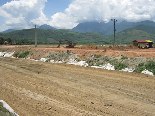 Khu tái định cư Lộc Trì hiện chỉ có vài ba cột điện được dựng lên