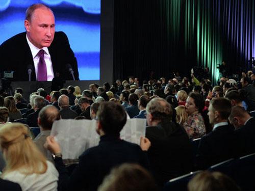 Tổng thống Nga Vladimir Putin tại cuộc họp báo thường niên hôm 18-12 Ảnh: RIA NOVOSTI