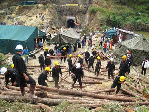 Vụ sập hầm thủy điện đã phải huy động đến 700 người để cứu nạn