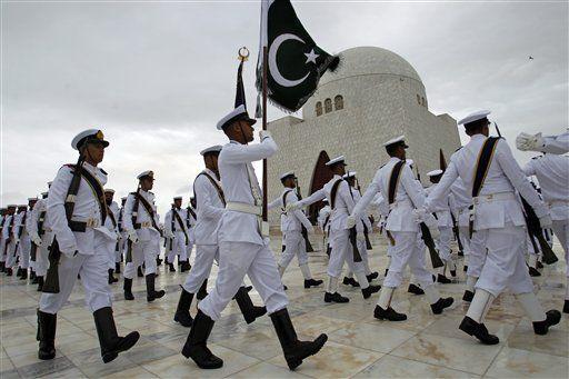 Cuộc biểu tình trùng với ngày quốc khánh của Pakistan. Ảnh: AP