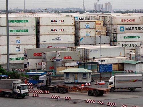Việc giảm phí ở cảng Cát Lái sẽ giúp doanh nghiệp xuất nhập khẩu giảm chi phíẢnh: HOÀNG TRIỀU