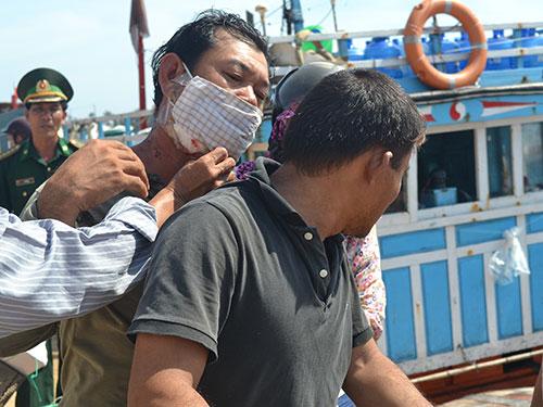 Tàu cá của ngư dân Lý Sơn bị hư hỏng sau khi bị tàu Trung Quốc tấn công, cướp tài sản Ảnh: VĂN MỊNH