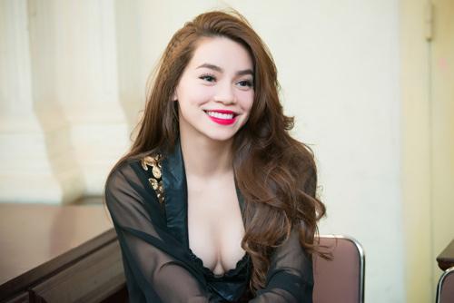 Ngô Thanh Vân, Hà Hồ khoe đường cong quyến rũ
