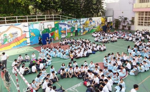 Đặc khu trưởng Hồng Kông chịu áp lực từ chức nặng nề