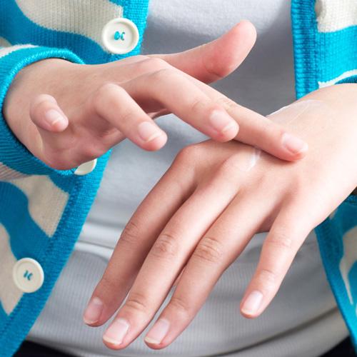 Tuổi thật của chúng ta thường thể hiện qua vùng da ở cổ, ngực và tay