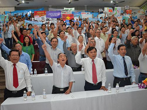 Giới trí thức TP HCM bày tỏ quyết tâm bảo vệ toàn vẹn lãnh thổ Ảnh: TẤN THẠNH