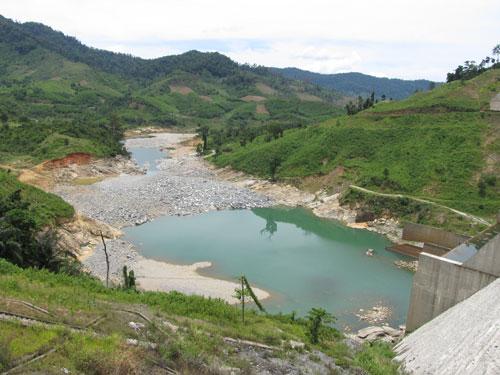 Sông Vu Gia trơ đáy vì thủy điện Đăk Mi 4 chặn dòng