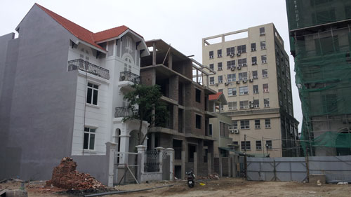 Khu dự án biệt thự ở phía đông hồ Nghĩa Đô (quận Cầu Giấy) được UBND TP Hà Nội dự định mua và cho ông Hoàng Văn Nghiên thuê   Ảnh: VĂN DUÂN