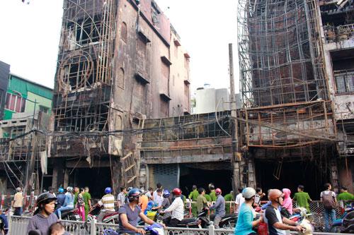 Hiện trường vụ cháy trên đường Trần Quốc Thảo, phường 7, quận 3 vào đêm 30-12  Ảnh: HOÀNG TRIỀU