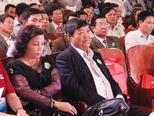 Ông Cao Văn Xứng, bà Lê Thị Cẩn (ảnh trên) và ông Nguyễn Hoàng Lương (ảnh dưới) tại hội nghị triển khai các dự án đầu tư và hỗ trợ phát triển rừng bền vững 2010-2020