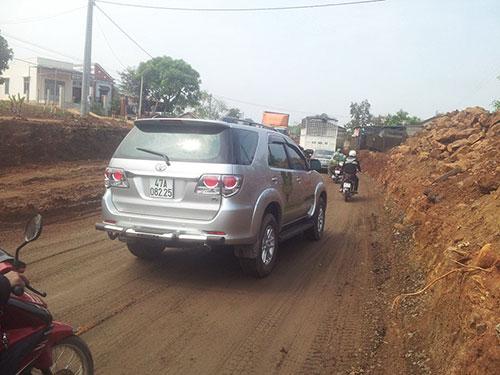 Sau nhiều năm khởi công xây dựng đến nay, Quộc lộ 14 đoạn qua tỉnh Đắk Nông vẫn còn dang dở Ảnh: CAO NGUYÊN