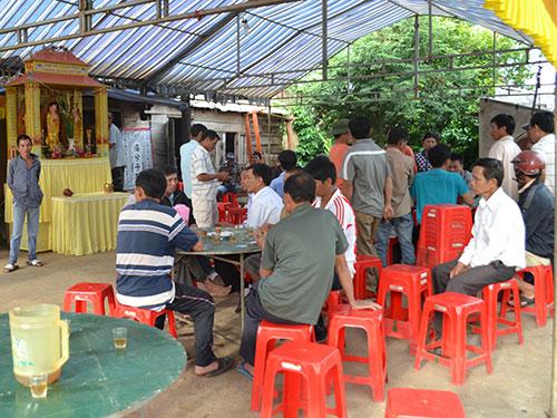 Gia đình tổ chức tang lễ cho một học sinh ở Đắk Lắk bị bạn cùng trường đâm chết hôm 3-11. Ảnh: Ý NGUYÊN