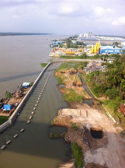 Dự án đường và bờ kè sông Tiền đã thi công gói thầu số 1