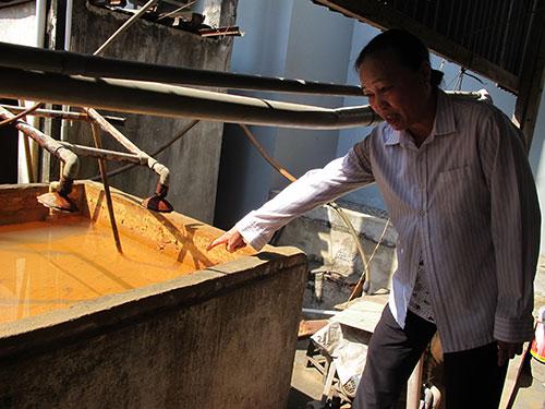 Nhiều hộ dân xã Tân Kiên, huyện Bình Chánh, TP HCM phải dùng bể lọc phèn nhưng nước vẫn còn mùi tanh