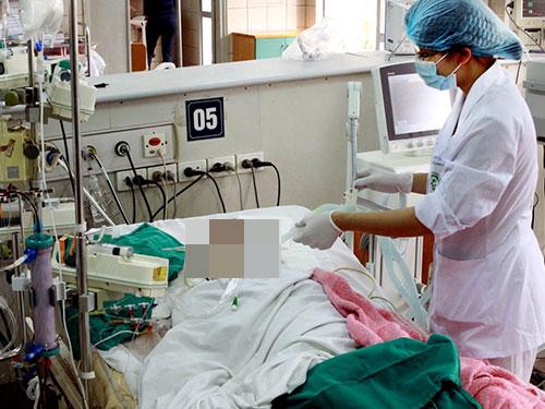 Một ca cấp cứu tại Trung tâm Chống độc của Bệnh viện Bạch Mai do ngộ độc mật cá trắm