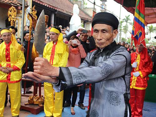 Một trong những hình ảnh tại lễ hội Minh thề, chùa Hòa Liễu, TP Hải Phòng Ảnh: TRỌNG ĐỨC