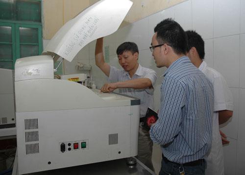 Kiểm tra máy xét nghiệm sinh hóa Greiner GA 240 tại Bệnh viện Đa khoa huyện Hoài Đức, Hà Nội