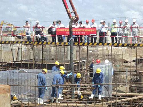 Hầu hết lao động kỹ thuật đang làm việc tại Nhà máy Nhiệt điện Duyên Hải là người Trung Quốc Ảnh: CA LINH