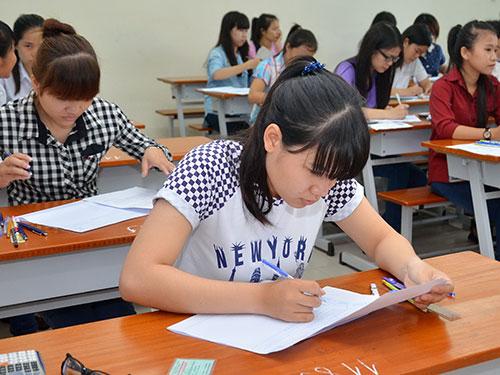 Thí sinh dự thi đợt 1, kỳ thi tuyển sinh ĐH-CĐ tại Trường ĐH Sài Gòn Ảnh: TẤN THẠNH