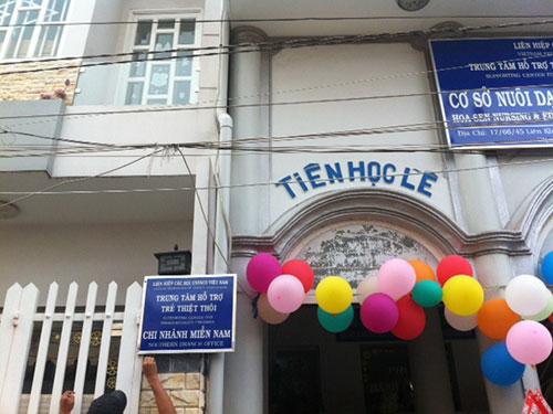 Bảng mạo nhận tổ chức UNESCO tại nhà bà Nguyễn Thị Vân lúc chưa bị tháo dỡ. (Ảnh do UBND phường Bình Hưng Hòa B cung cấp)