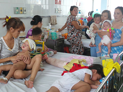 Trẻ mắc sởi nhập viện điều trị tại Bệnh viện Nhi Đồng 1 - TP HCM